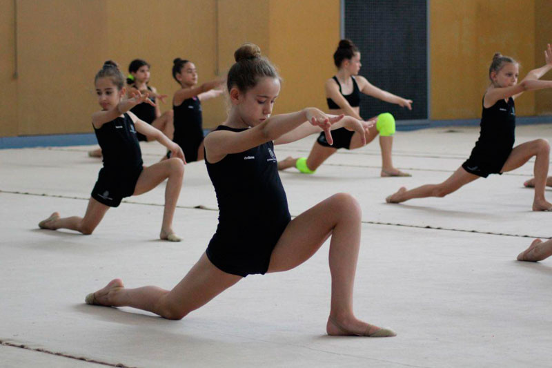 1554393415-clases-grupales-gimnasia-ritmica
